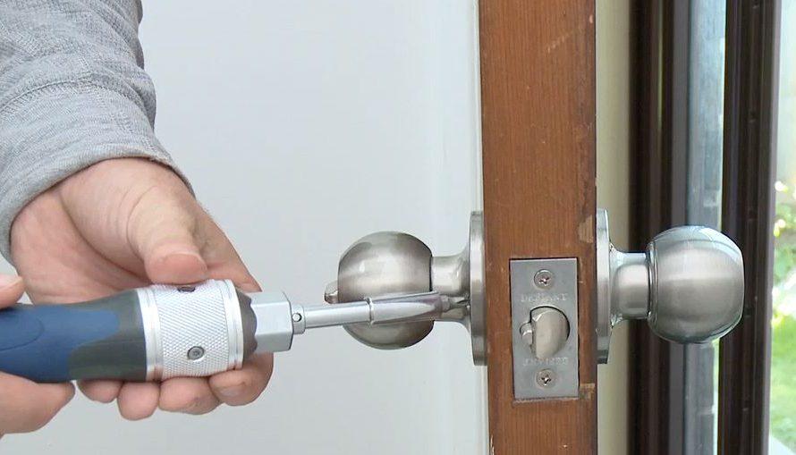 Comment réparer une serrure qui coince ou tourne dans le vide ?